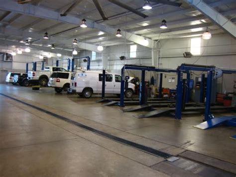 Landers Ford : Benton, AR 72015 2068 Car Dealership, and