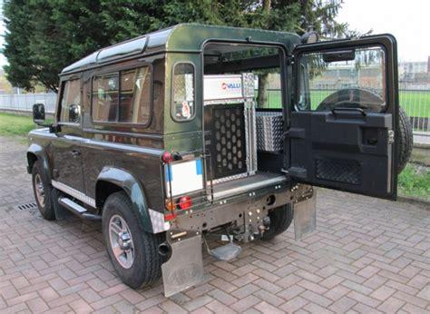 gabbia trasporto cani auto gabbia amovibile per land rover valli s r l gabbie