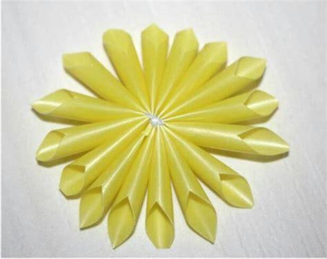 membuat kolase bunga matahari cara membuat bunga matahari yang cantik dari sedotan plastik