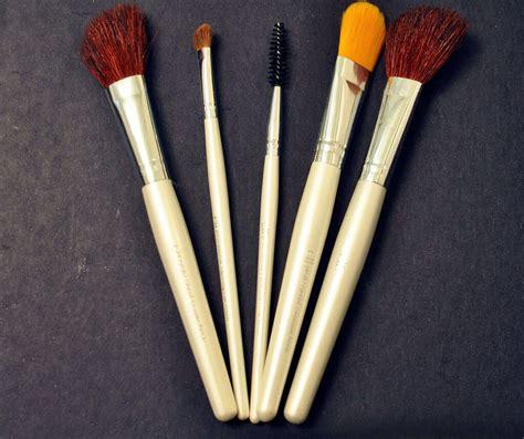 13 Best Make Up Brushes by Best Makeup Brushes 10 Trusper