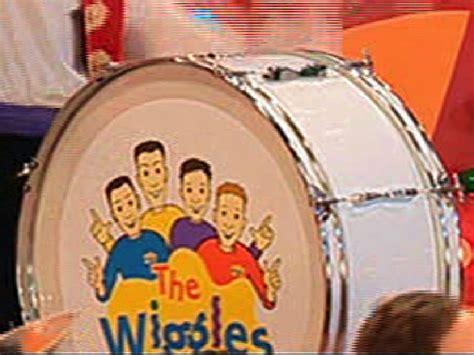 wiggles waves free form books wiggly bass drum wigglepedia fandom powered by wikia