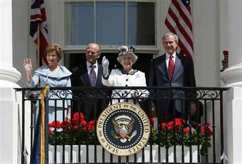 queen elizabeth ii house file bush welcomes queen elizabeth ii to white house jpg