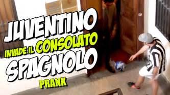 consolato spagnolo juventino invade il consolato spagnolo prank per
