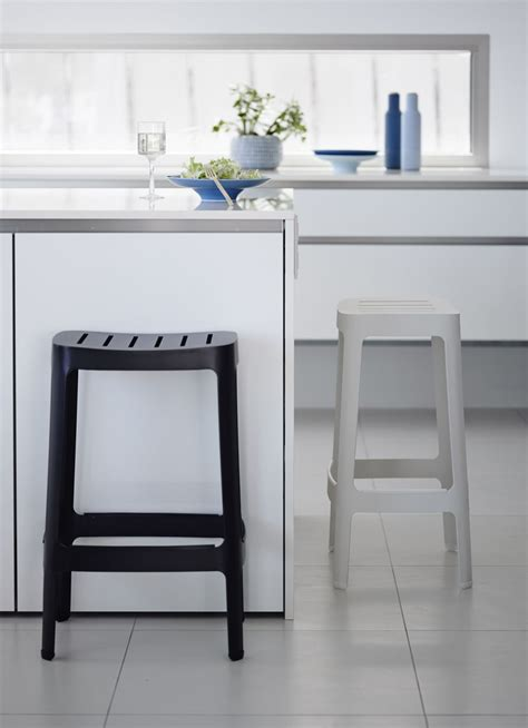 Timeless Kitchen Designs Black And White Bar Stools How To Choose And Use Them