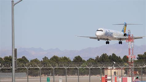 landing in las vegas commercial aviation and the of a tourist city shepperson series in nevada history books mccarran airport observation lot the planes take