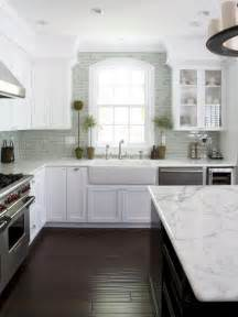 Kitchens With Subway Tile Backsplash by 30 Kitchen Subway Tile Backsplash Ideas Small Room