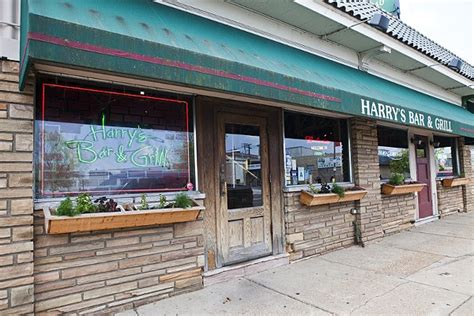 top of the hill bar and grill harry s bar and grill st louis the hill american