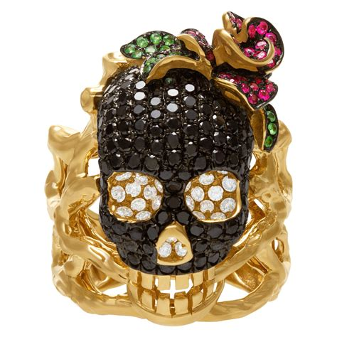 skull ring in 18k yellow gold with black and white