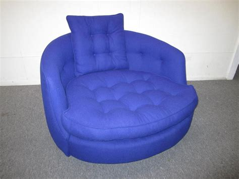 Fabulous Oversized Round Circular Milo Baughman Swivel Circular Swivel Chair