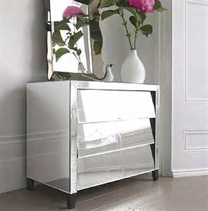 Mirrored Furniture Adding Shine With Mirrored Furniture