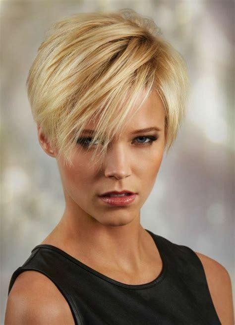 damen frisurentrends  kurz blond mit straehnen hair