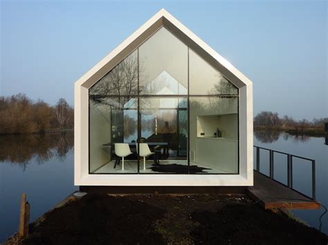 compact lakeside house in loosdrechtse the