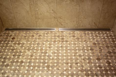 kork mosaik bodenbelag duschkabine durch einen sch 246 nen bodenbelag aufpeppen