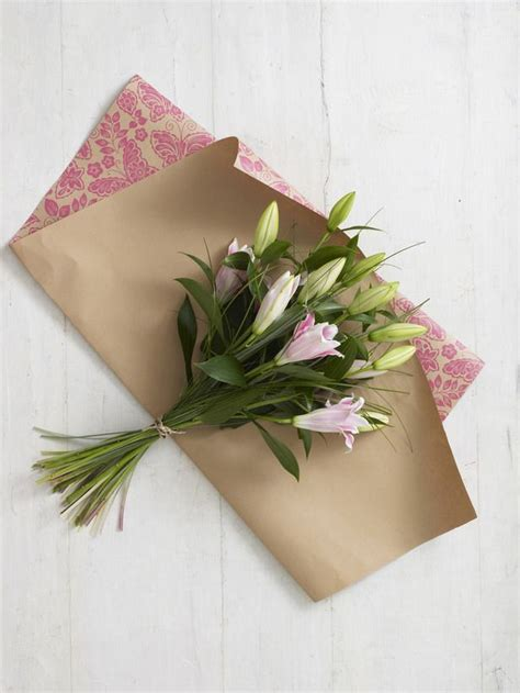 wrapping gifts with newspaper best 25 flower wrap ideas on wrap flowers in