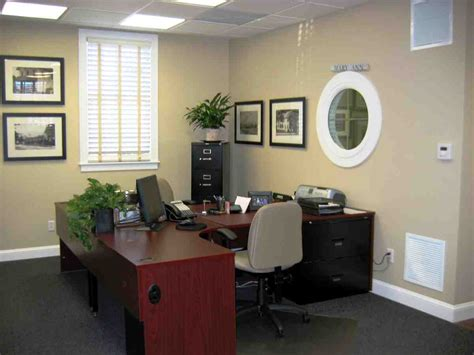 Decorating Ideas For Small Office Decorate Your Office At Work Decor Ideasdecor Ideas