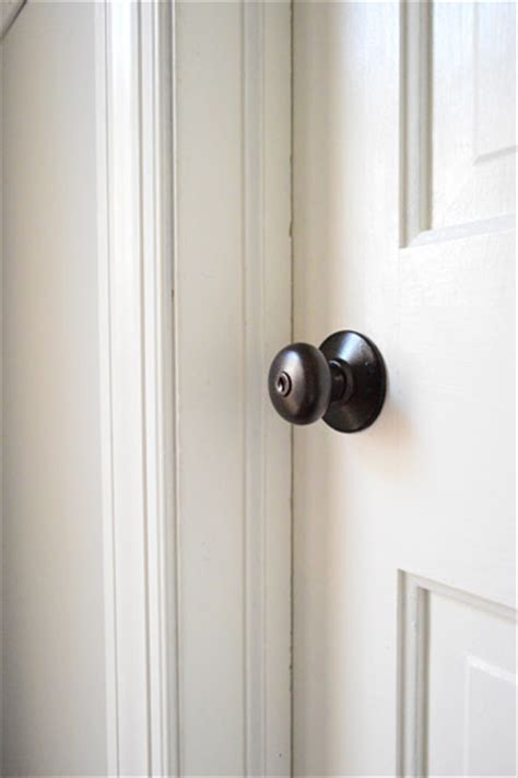how to upgrade your brass door knobs with spray paint