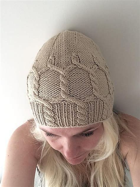 uni cabled hat knitting pattern by aida sofie knits