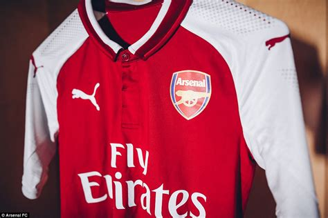 Jersey Bola Team Arsenal Home New 17 18 Grade Ori arsenal launch new 2017 18 home kit with and ozil daily mail
