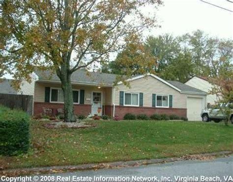 half brick half siding homes 31 best siding color options for brick homes images on