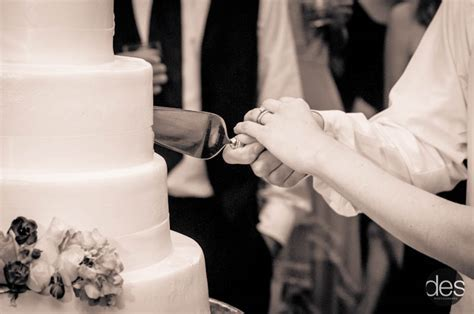 » Ways to Make Cutting Your Wedding Cake a Special Moment
