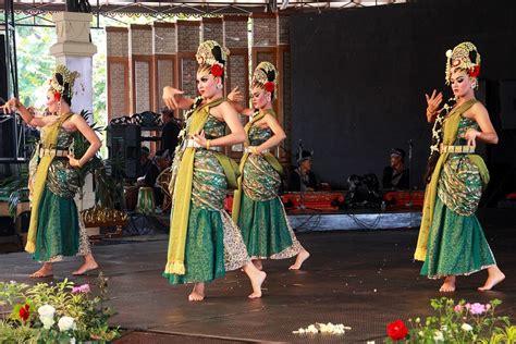 film indonesia tentang nyi roro kidul gambaran sosok nyi roro kidul dalam tari iswara gandrung