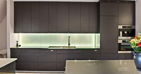 Sherwin Williams Raisin kuhinja crne boje mojstan net