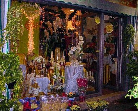 nomi per negozio di fiori vetrina natalizia fiori