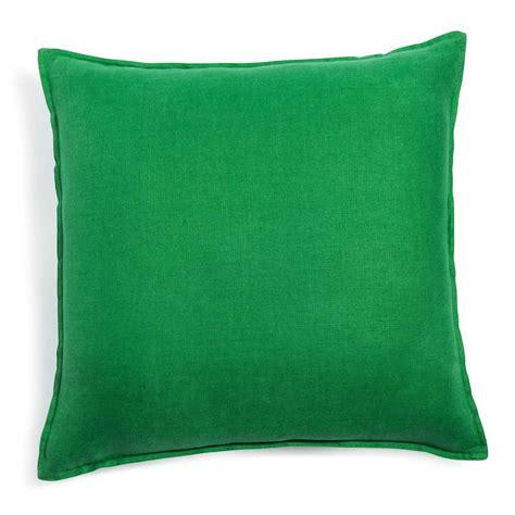 coussin vert coussin en lav 233 vert 50 x 50 cm maisons du monde