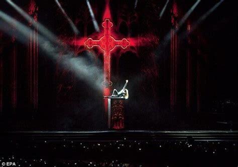 madonna e gli illuminati teatro magico l ingresso costa la ragione the wolf