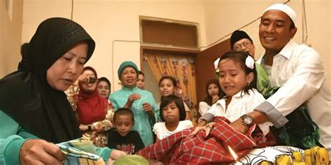 Wanita Dewasa Belum Sunat Kontroversi Sunat Perempuan Di Indonesia Antara Agama