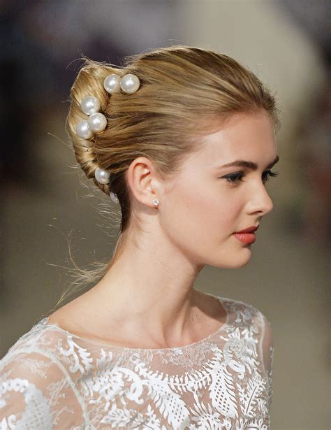 regal hairstyles carolina herrera bridal spring 2015 zoom in on the regal