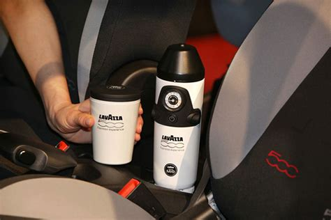 Kaffeemaschine Auto by World S First In Car Espresso Maker Comes With Fiat 500l