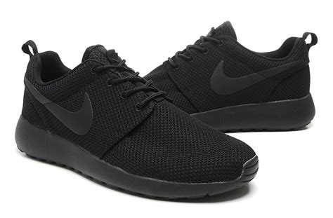 solid black athletic shoes solid black nike running shoes 28 images nike free run