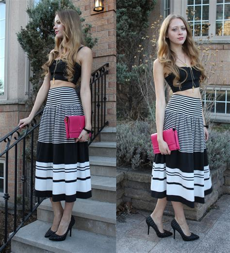 how to wear a black and white striped maxi skirt