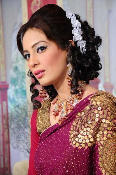 curls hairstyles on saree curly hairstyles for saree