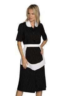 blouse manches courtes et tablier noir et