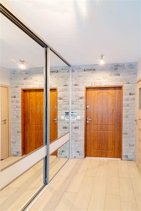 guardarropa entrada hall de entrada en el apartamento moderno con el