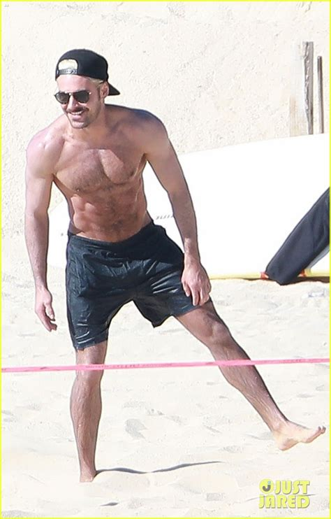 zac efron shows zac efron shows off his abs during mexico vacation photo