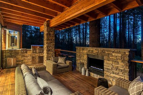 Bq Fireplace by 25 Awesome Rustic Decks That Offer A Tranquil Escape