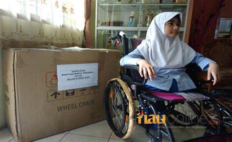 Foto Dan Kursi Roda mimpinya punya kursi roda dari jokowi terwujud bulan