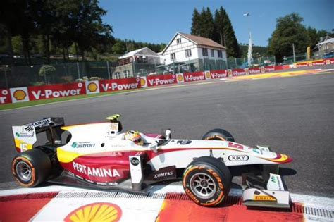 Majalah F1 Racing Indonesia 15 Pembalap F1 Haryanto Dapat Garansi Dari Pemerintah Rp