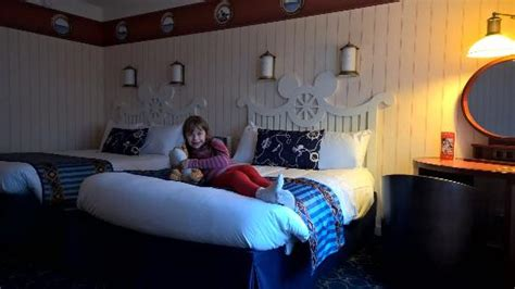 Newport Hotels With In Room by Family Room In Newport Bay Picture Of Disney S Newport