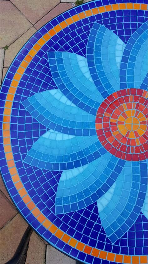 Mosaic Table L 25 Best Ideas About Mosaic Tables On Pinterest Mosaic Mosaic Ideas And Mosaics