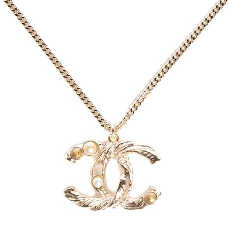 chanel pearl cc pendant necklace gold 92923