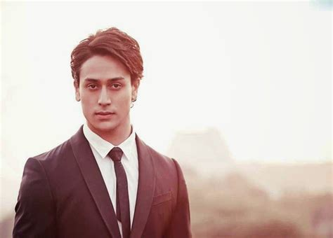 biography of tiger shroff tiger shroff heropanti actor biography and hot wallpapers