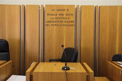 questura di pisa permessi di soggiorno espulso dall italia cambia sesso e richiede il permesso