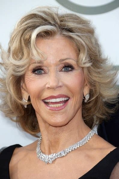 does jane fonda have naturally curly hair or get perms 30 best jane fonda hairstyles
