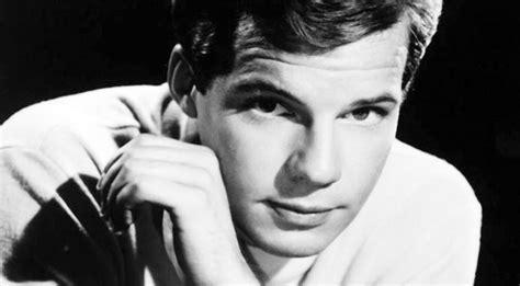 pop singer death beloved 1960s pop singer dies at 73 country rebel