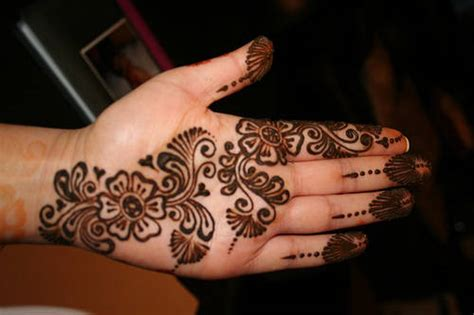 pakistan cricket player simple arabic henna design pakistan cricket player simple arabic henna design