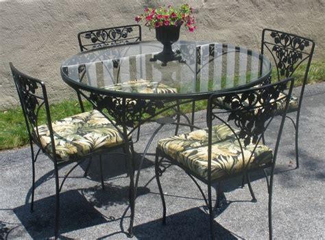 tavoli in ferro battuto da esterno tavoli da giardino in ferro battuto tavoli da giardino